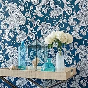 Fancy floral wallpaper